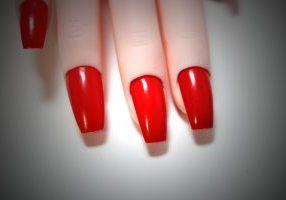 bloodshot_eyes_nail_polish_hand